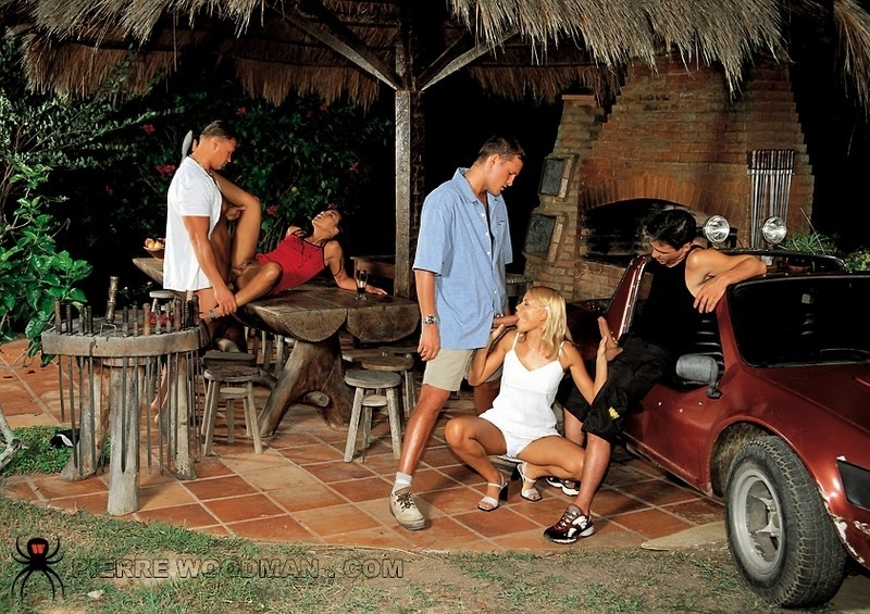 Сексапильная японочка и блондинка играются с юнцами