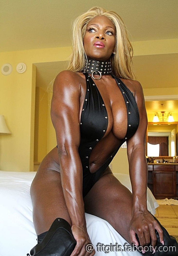Раздетые мускулистые мамки