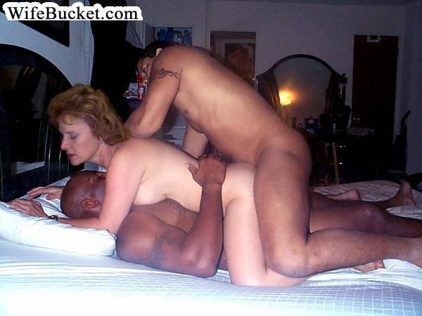Неверные женушки занимаются сексом с неграми