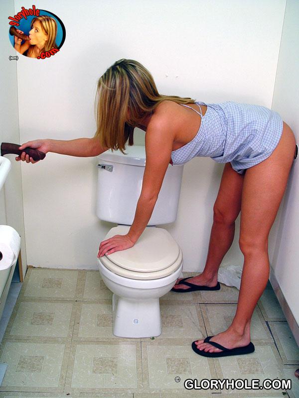 Spring Thomas в мини платье занимается сексом в обе щели с черным незнакомцем в туалете