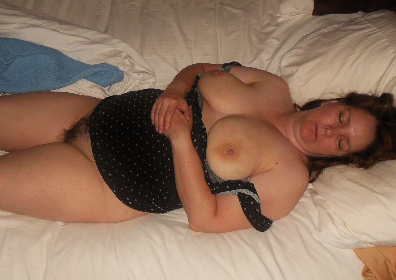 Супруга перепила пива и спит