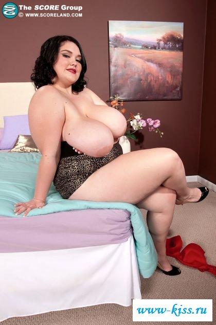 Громадные сиськи пикантной толстухи - голые жирные
